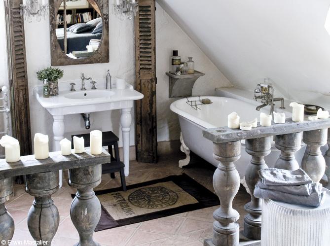 La baignoire se fait toute petite elle d coration - Petite baignoire sur pied ...