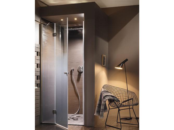 une cabine de douche au top du confort elle d coration. Black Bedroom Furniture Sets. Home Design Ideas