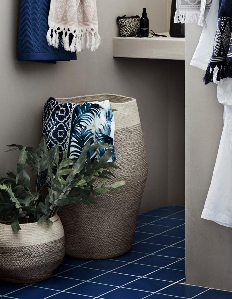 salle de bains des rangements canons moins de 30. Black Bedroom Furniture Sets. Home Design Ideas