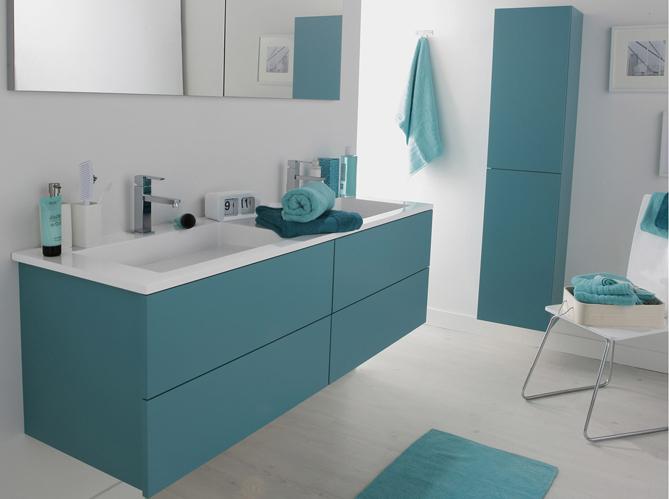 20 salles de bains color es elle d coration for Elle deco salle de bain