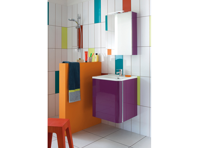 20 salles de bains color es elle d coration for Carrelage mauve salle bain