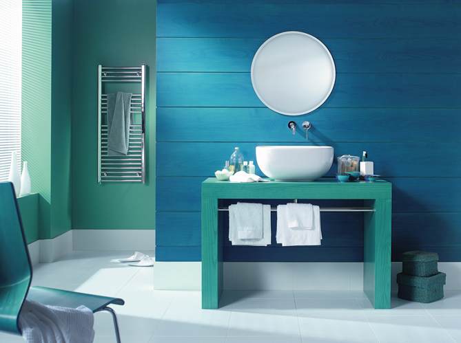 20 salles de bains color es elle d coration for Salle de bain 8 m2