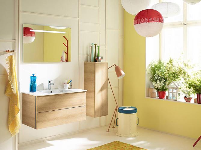 20 salles de bains color es elle d coration for Carrelage salle de bain gris et jaune