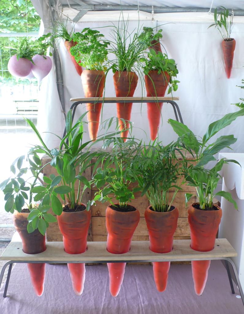 Pots de fleurs indoor notre s lection elle d coration - Planter campanule des murs ...