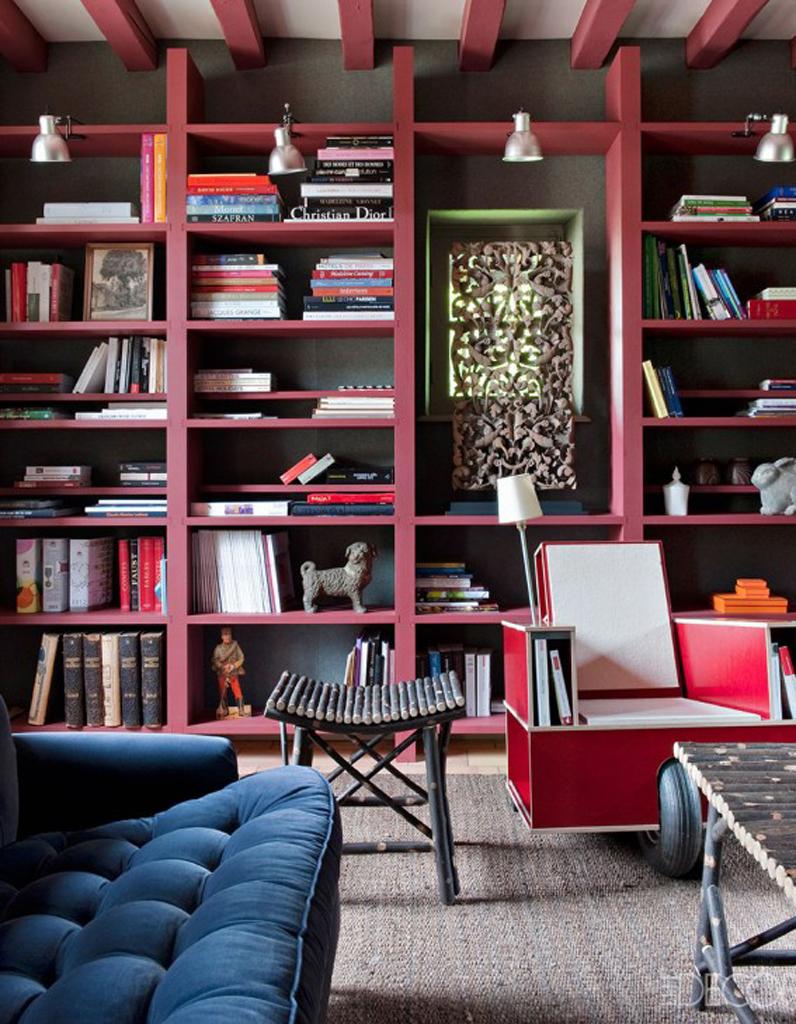 un plafond aux poutres marsala commes la biblioth que pour. Black Bedroom Furniture Sets. Home Design Ideas