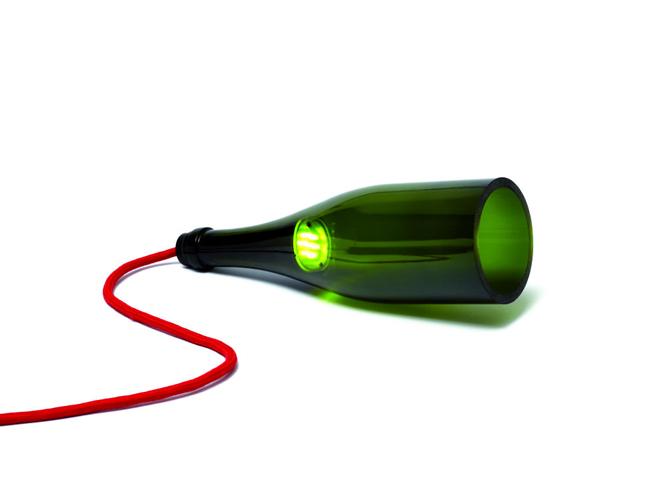 Les bouteilles en verre relook es en objets d co elle d coration - Fabriquer lampe bouteille ...