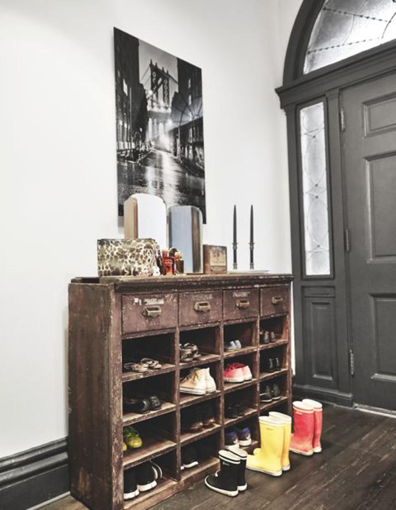 range chaussure 15 astuces de rangements de chaussures qui changent elle d coration. Black Bedroom Furniture Sets. Home Design Ideas