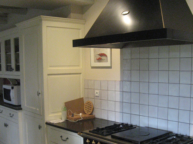 installation hotte de cuisine : jennmomoftwomunchkins