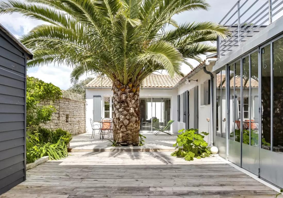 Airbnb le de r 25 villas lofts et appartements de r ve louer sur l le de r elle for Site de villa a louer