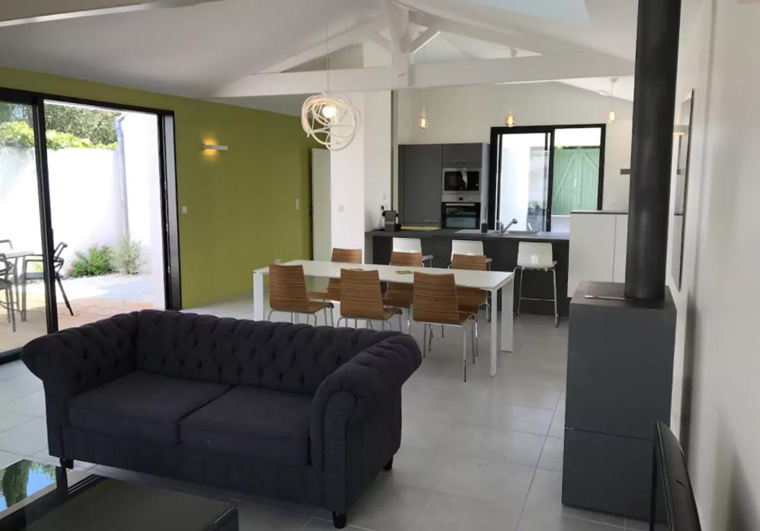airbnb le de r 25 villas lofts et appartements de. Black Bedroom Furniture Sets. Home Design Ideas