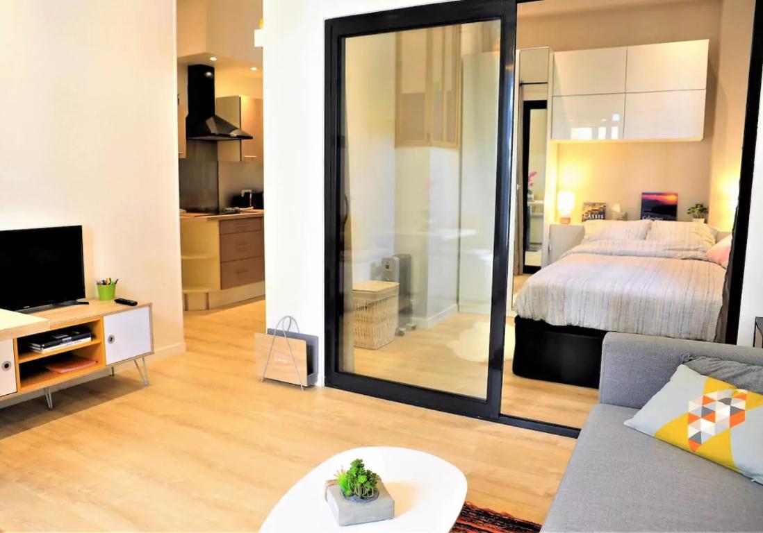 airbnb cassis 20 villas bastides et maisons de r ve cassis et ses alentours elle d coration. Black Bedroom Furniture Sets. Home Design Ideas