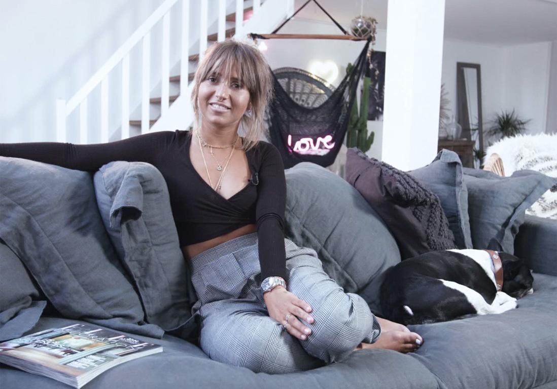 elledecoinside on vous emm ne visiter l appartement de. Black Bedroom Furniture Sets. Home Design Ideas