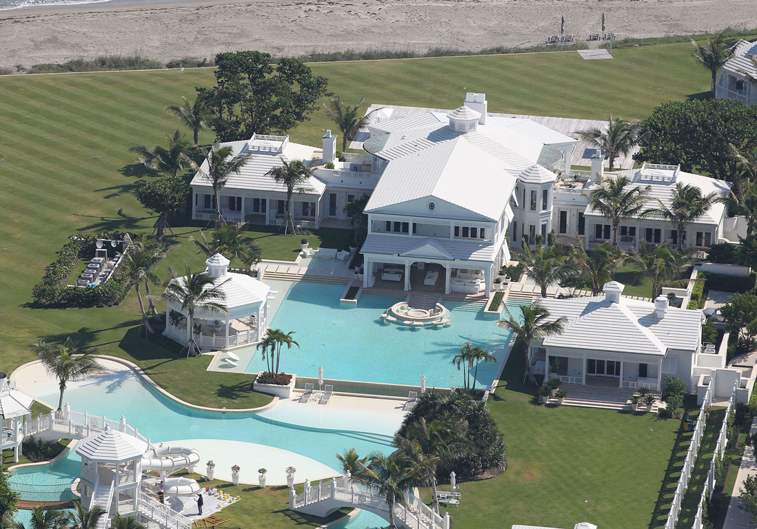 d couvrez les villas des stars entre luxe et d mesure elle d coration. Black Bedroom Furniture Sets. Home Design Ideas