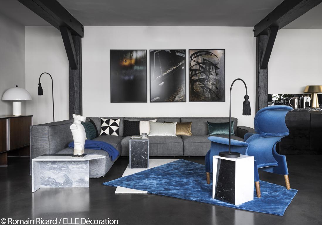 Paris visitez cet incroyable appartement noir sous les for Site decoration salon