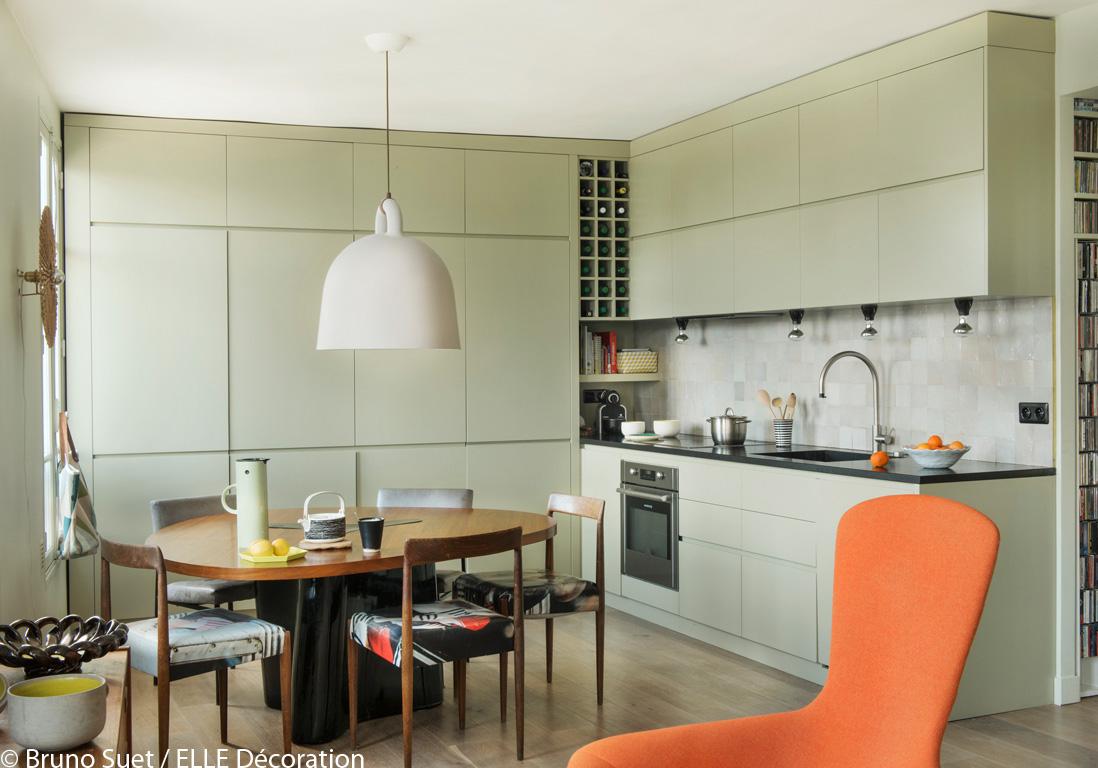 Un appartement perch sur les hauteurs de montmartre for Cuisine style scandinave