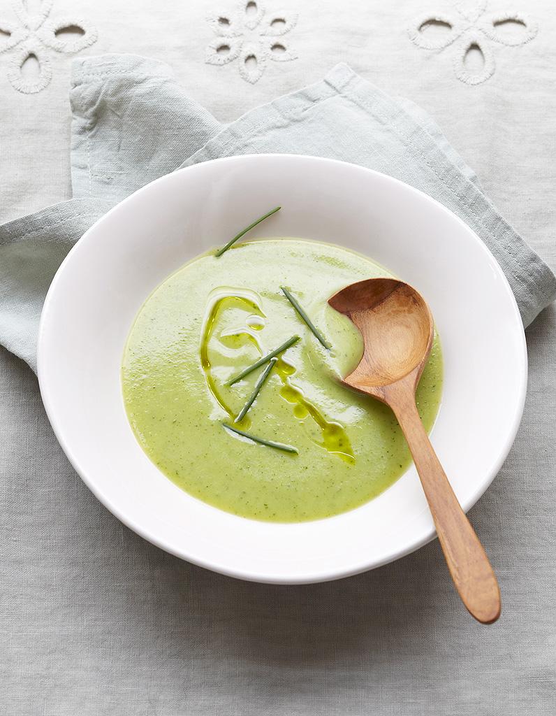 soupe minceur aux courgettes des soupes l g res pour garder la ligne elle table. Black Bedroom Furniture Sets. Home Design Ideas