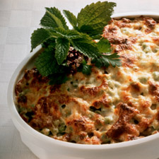 gratin de l gumes au camembert pour 6 personnes recettes elle table. Black Bedroom Furniture Sets. Home Design Ideas