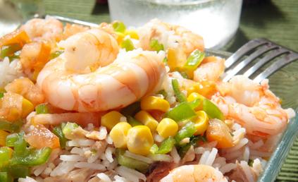 salade de riz et crevettes pour 4 personnes recettes elle table. Black Bedroom Furniture Sets. Home Design Ideas