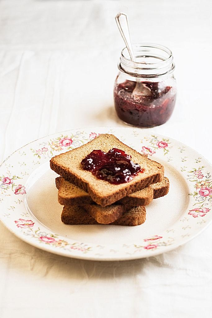 biscottes 10 aliments caloriques que vous ne soup onniez pas elle table. Black Bedroom Furniture Sets. Home Design Ideas