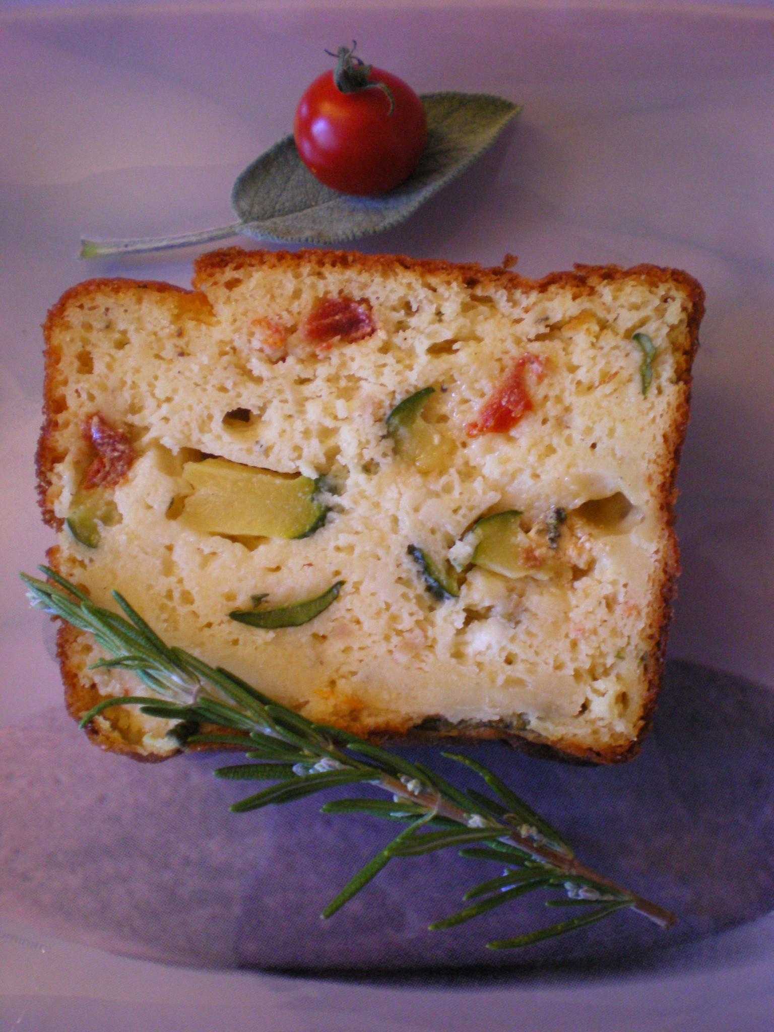 cake la courgette aux tomates confites et aux fromages pour 8 personnes recettes elle table. Black Bedroom Furniture Sets. Home Design Ideas