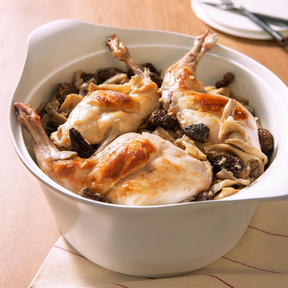 cuisses de lapin safran es fricass e de champignons pour 6 personnes recettes elle table. Black Bedroom Furniture Sets. Home Design Ideas