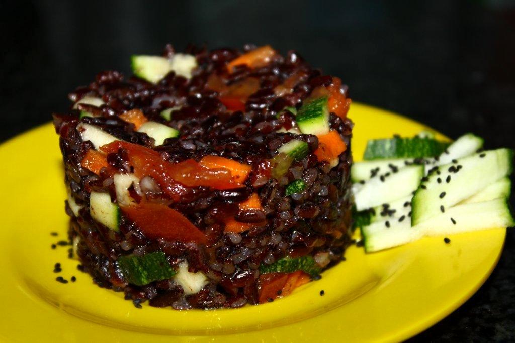 salade de riz venere pour 2 personnes recettes elle table. Black Bedroom Furniture Sets. Home Design Ideas