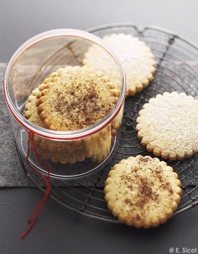 biscuits sabl s amandes ou noisettes pour 8 personnes recettes elle table. Black Bedroom Furniture Sets. Home Design Ideas