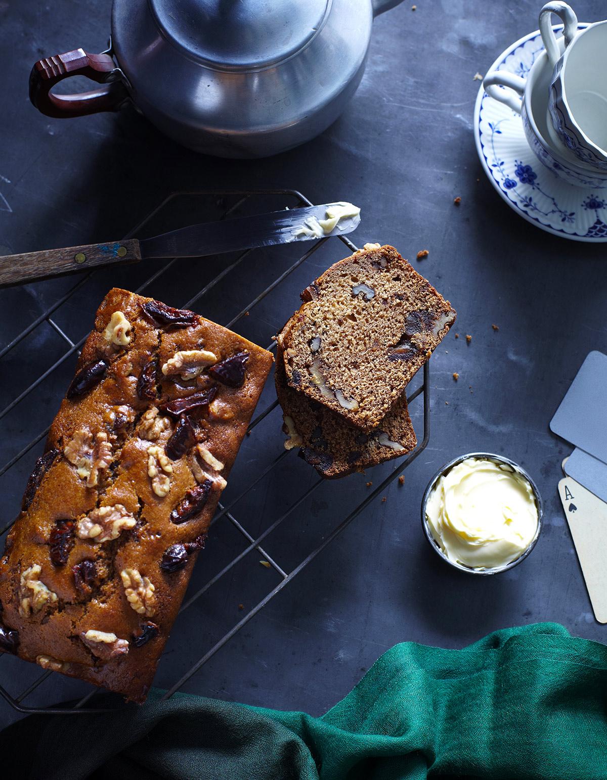 cake aux fruits secs et aux caramels sal s pour 6 personnes recettes elle table. Black Bedroom Furniture Sets. Home Design Ideas