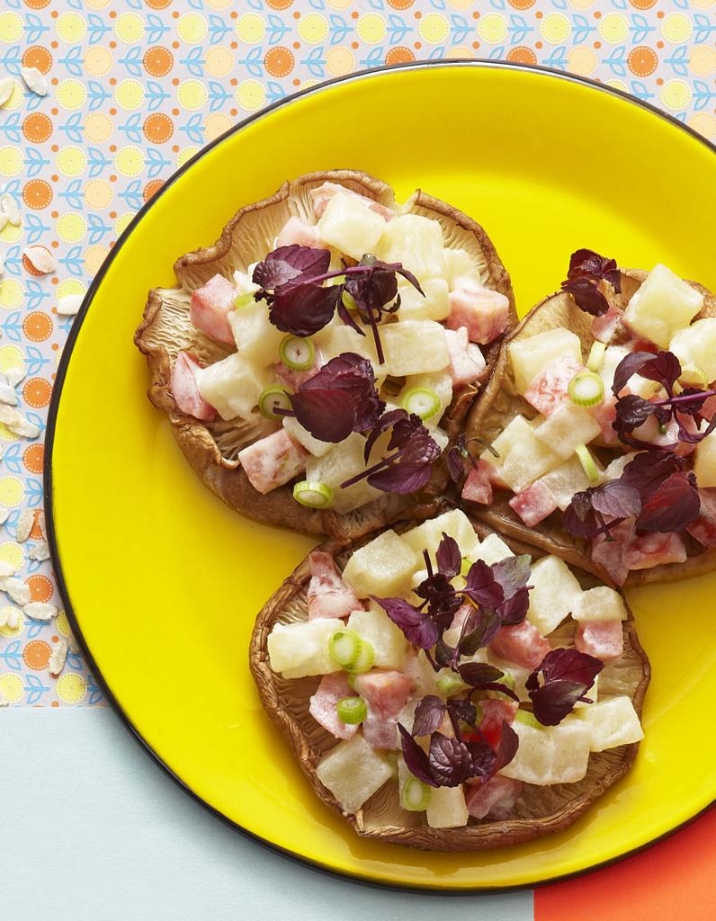 champignons r tis et salade de pommes de terre pour 6 personnes recettes elle table. Black Bedroom Furniture Sets. Home Design Ideas