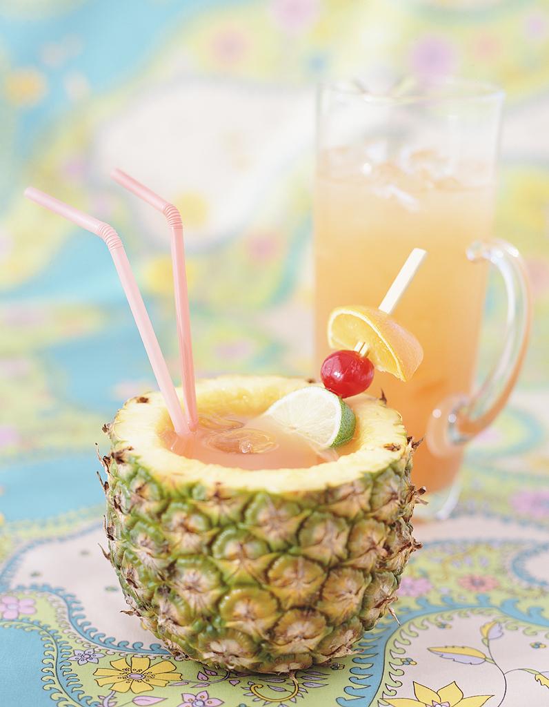 cocktail acapulco golden au rhum blanc et ananas pour 1 personne recettes elle table. Black Bedroom Furniture Sets. Home Design Ideas