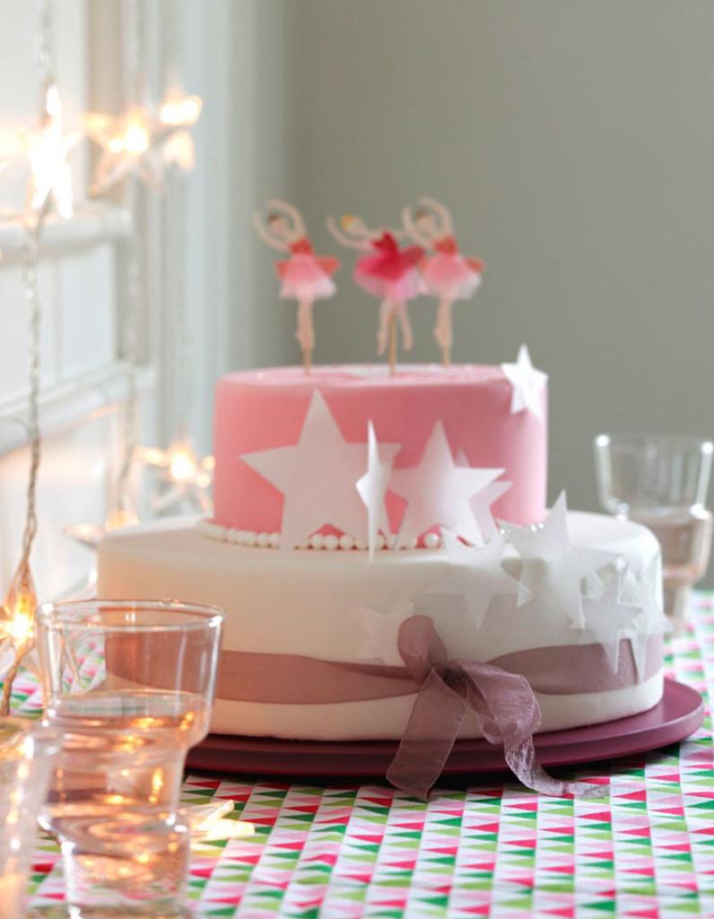 G teau anniversaire princesse pour 12 personnes recettes elle table - Gateau pour reveillon nouvel an ...