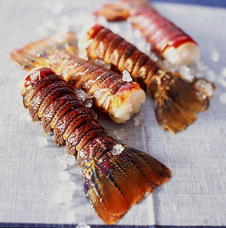 Langouste au naturel pour 1 personne recettes elle table - Recette de langouste grillee antillaise ...