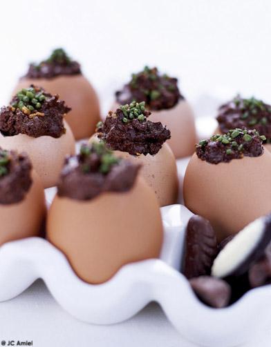 oeufs coque en chocolat pour 4 personnes recettes elle. Black Bedroom Furniture Sets. Home Design Ideas