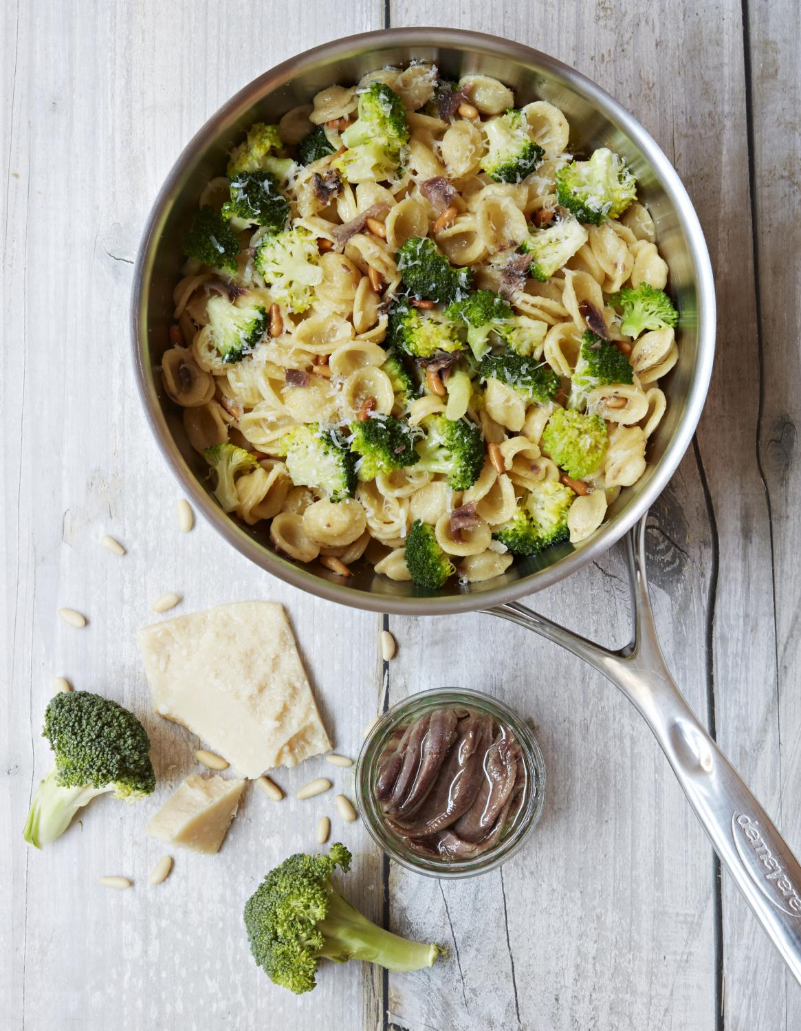one pot pasta orecchiette brocoli et anchois pour 3 personnes recettes elle table. Black Bedroom Furniture Sets. Home Design Ideas
