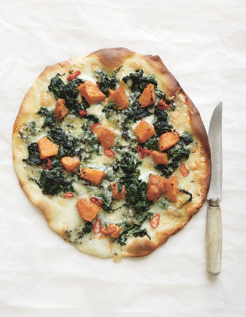 pizza au potiron au bleu et aux pinards de trish deseine pour 4 personnes recettes elle table. Black Bedroom Furniture Sets. Home Design Ideas