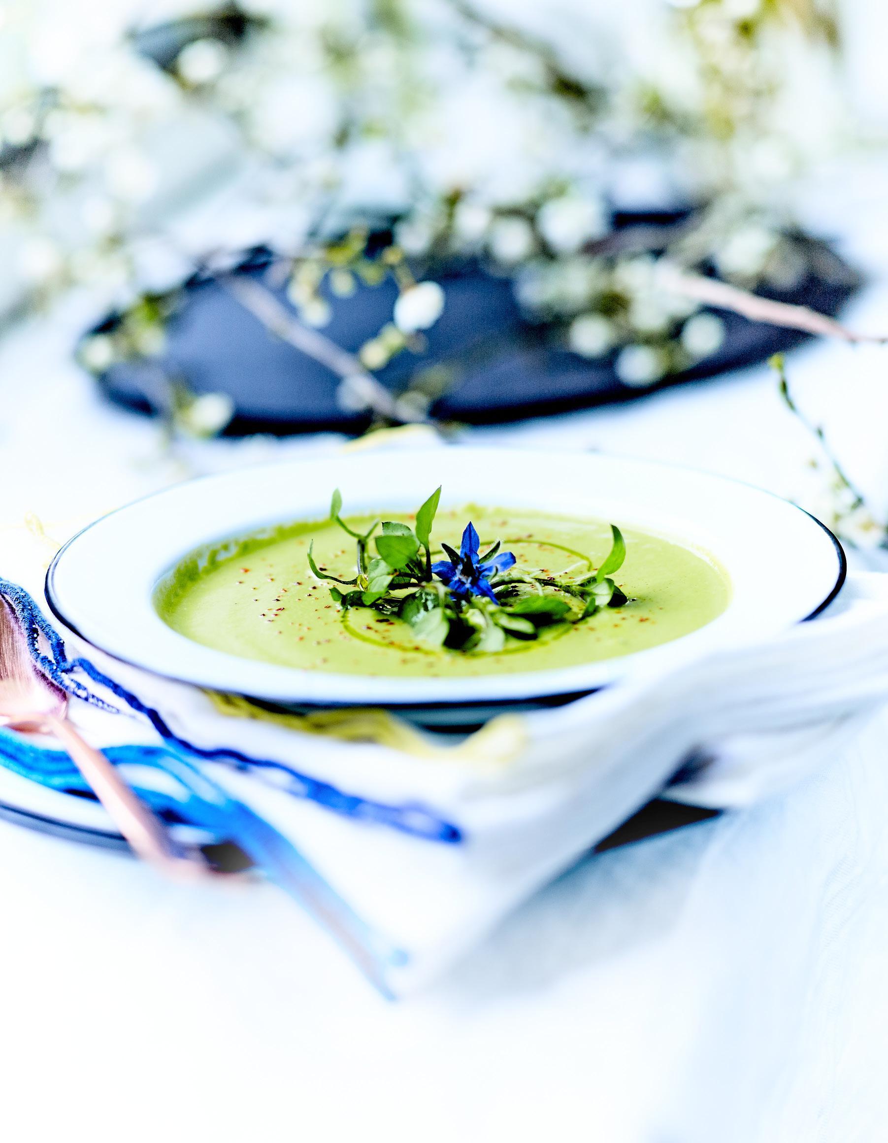 potage aux asperges vertes pour 4 personnes recettes elle table. Black Bedroom Furniture Sets. Home Design Ideas