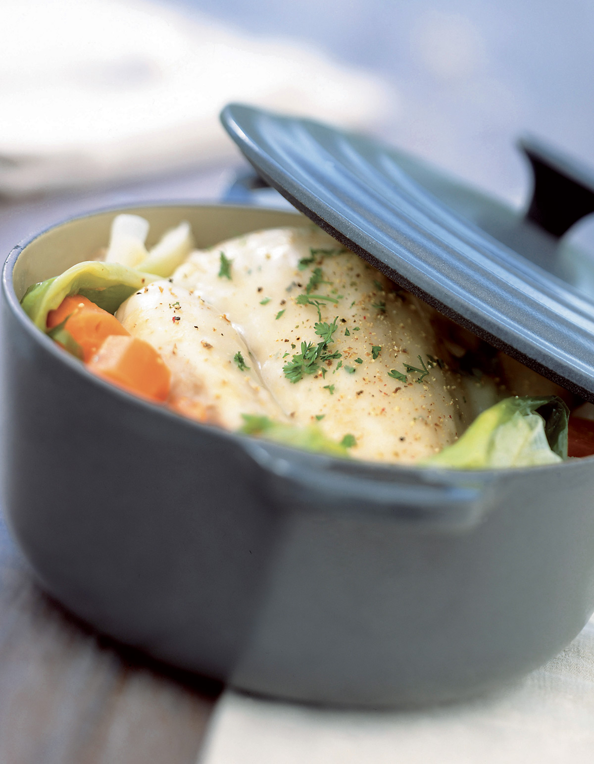 Poule au pot farcie au jambon cru pour 6 personnes - Poule decorative pour cuisine ...