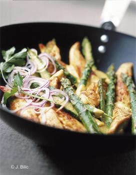 Poulet saut aux asperges pour 4 personnes recettes elle - C est au programme recettes de cuisine ...
