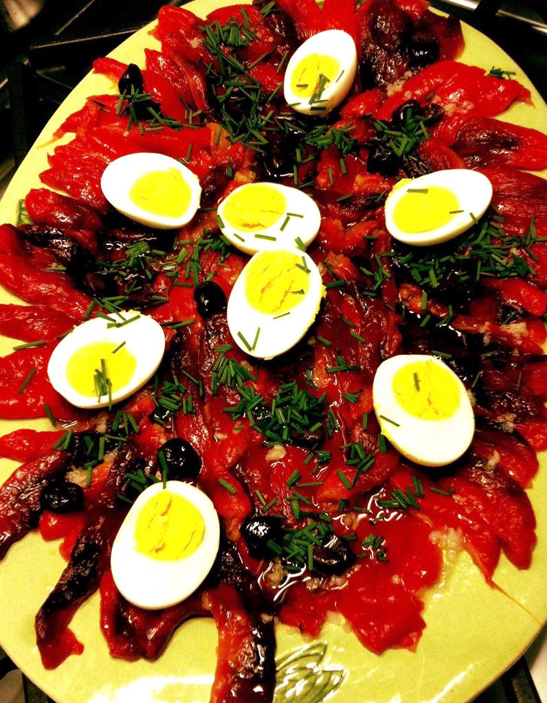 Salade de poivrons rouges pour 4 personnes recettes elle table - Salade de poivron grille ...