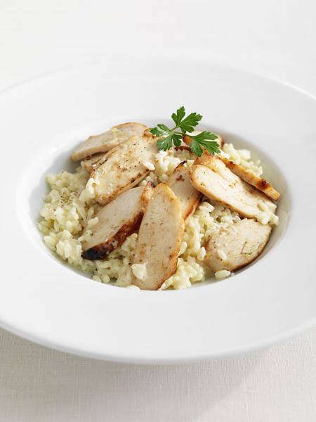 salade de poulet grill pour 4 personnes recettes elle table. Black Bedroom Furniture Sets. Home Design Ideas
