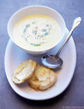 soupe de ma s et scones au fromage pour 4 personnes recettes elle table. Black Bedroom Furniture Sets. Home Design Ideas