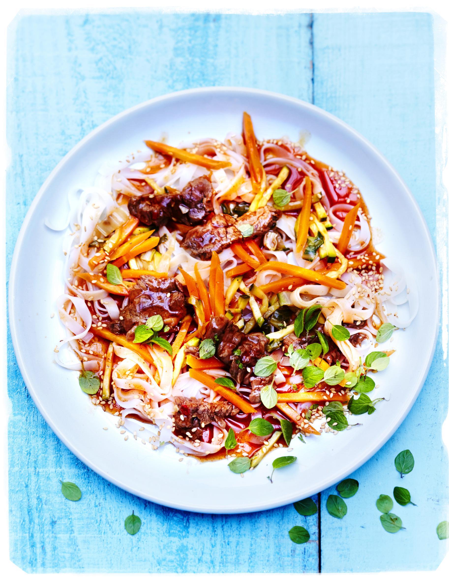 B uf carottes et nouilles de riz pour 6 personnes recettes elle table - Quelle quantite de riz par personne ...