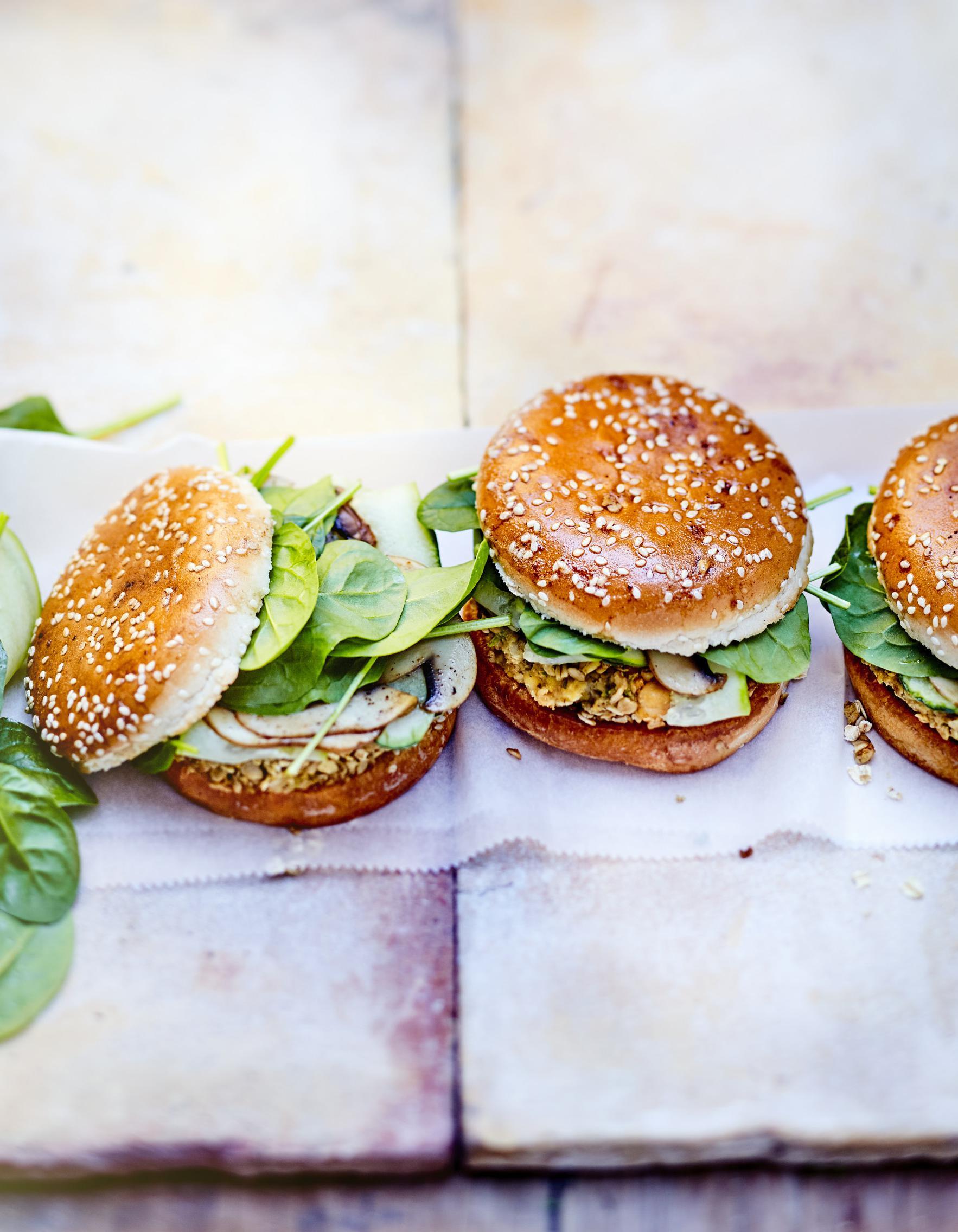 burger veggie pois chiche champignon avoine pour 6 personnes recettes elle table. Black Bedroom Furniture Sets. Home Design Ideas