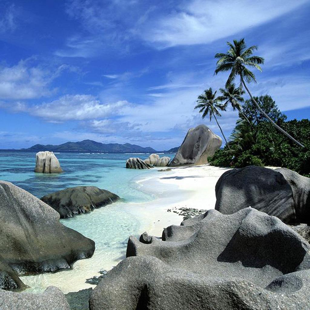Pareja disfruta de la playa de Boracay - #escndalo en