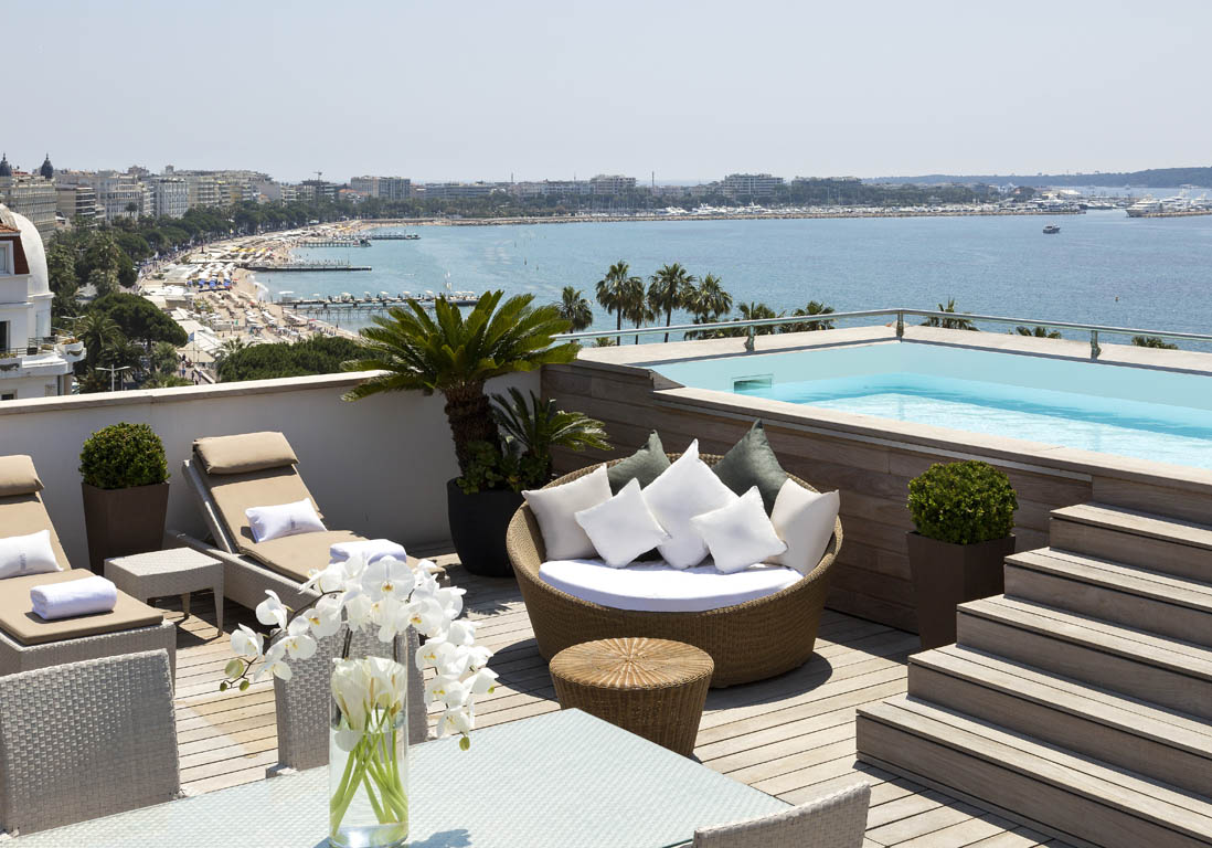 H tel barri re le majestic cannes france piscine for Location hotel pas cher