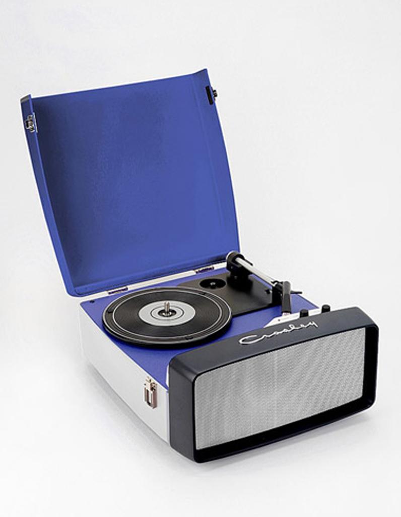 Tourne disque urban outfitters 20 id es cadeaux pour pater les hipsters - Tourne disque urban outfitters ...