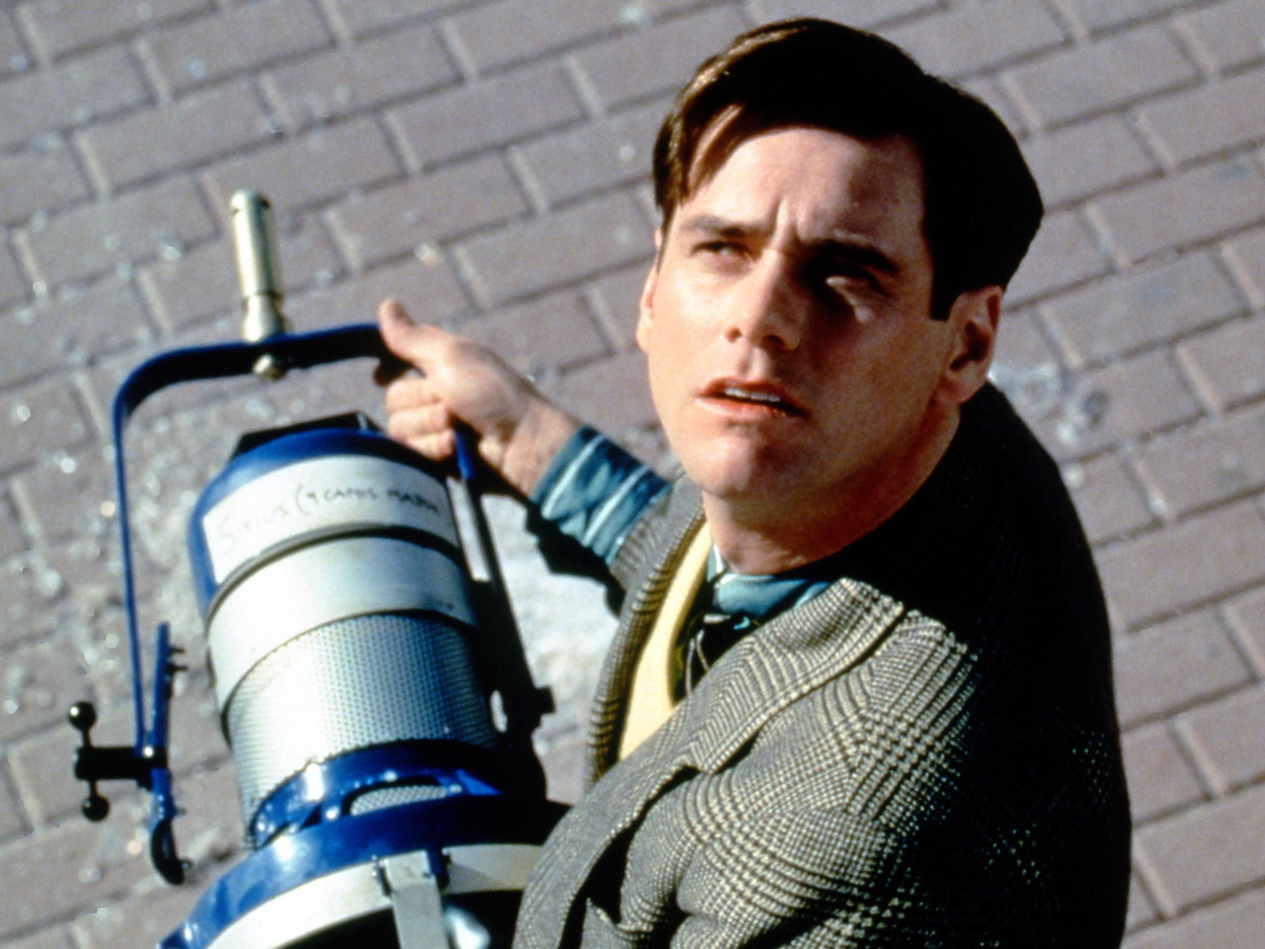 the truman show distinctively visual He's the star of the show--but he doesn't know jim carrey wowed critics and audiences alike as unwitting truman burbank in this marvel of a movie from director peter weir (witness, dead poets society) about a man whose life is a nonstop tv show truman doesn't realize that his quaint hometown is a giant studio set run by a visionary producer/director/creator (ed harris), that folks living and.