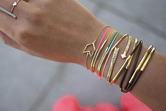cadeau f te des m res faire soi m me un bracelet 20 id es cadeaux de f te des m res. Black Bedroom Furniture Sets. Home Design Ideas