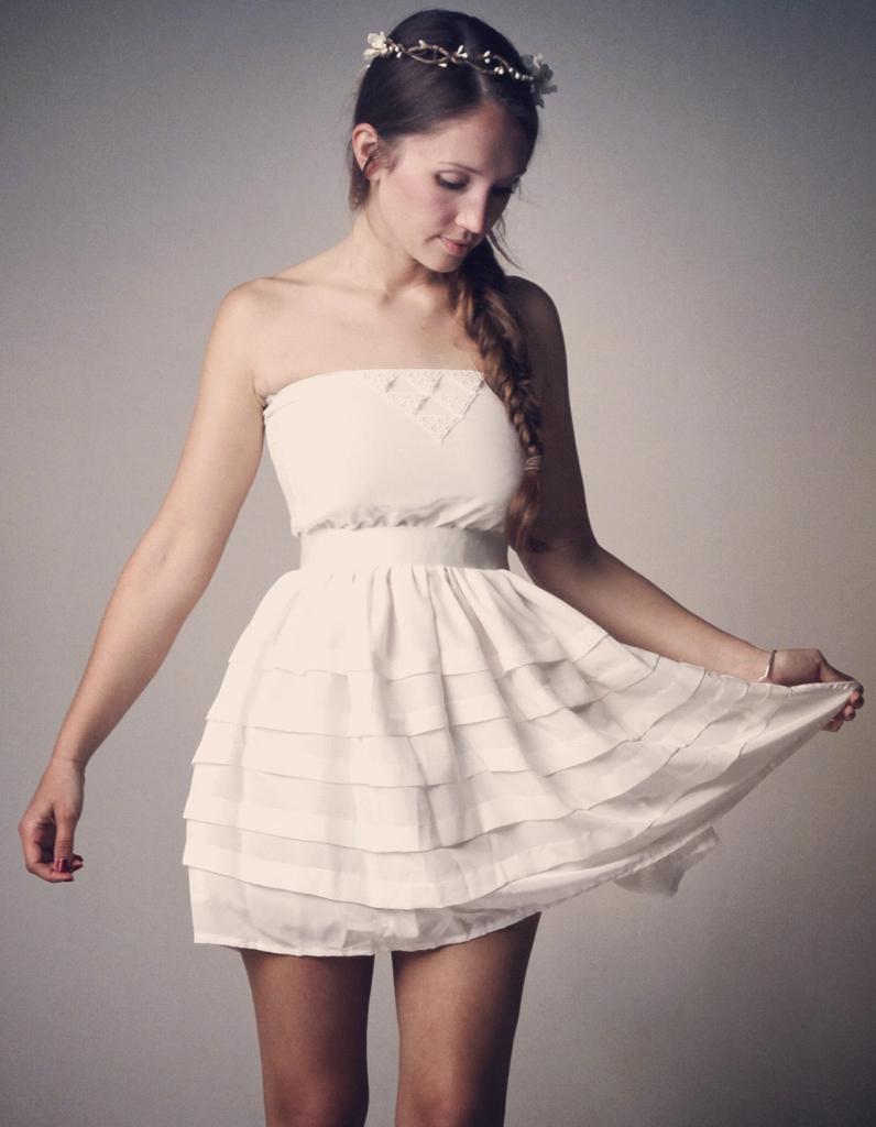 Jolie robe bustier courte