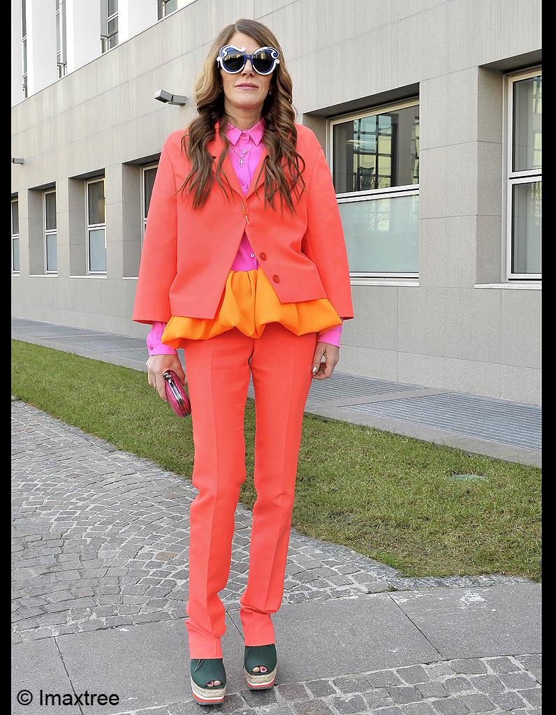 anna dello russo extravagance looks look orange anna. Black Bedroom Furniture Sets. Home Design Ideas